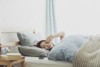 起立性調節障害で朝起きるのがつらい中高生
